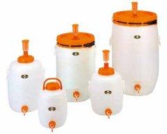 Die Getränkefässer rund sind in den Größen 12 l/20 l/30 l/60 l und 120 l erhältlich